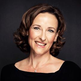 Barbara Holzapfel headshot