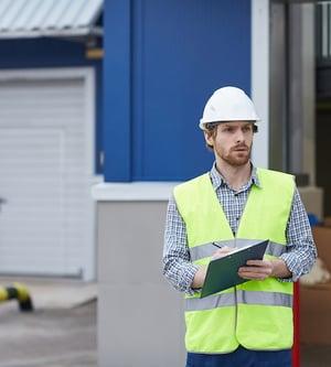 foreman doing risk assessment